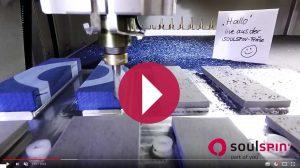 그립 깎는 영상: 소울스핀은 이렇게 탁구 블레이드를 위한 라켓 그립을 만들고 있습니다.
